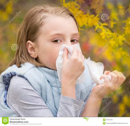 allergic-rhinitis-little-girl-have-blowing-nose-39110148